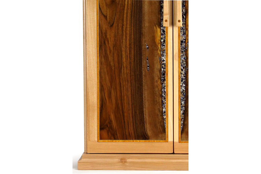 Butsudan in maple and walnut with mussel shell inlay