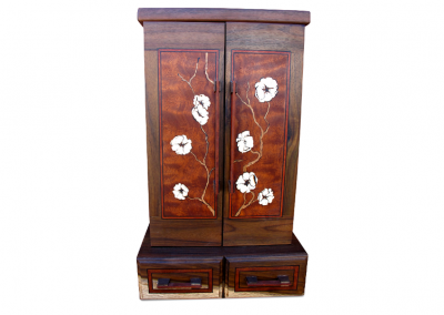 Butsudan in walnut and mahogany with quince blossoms