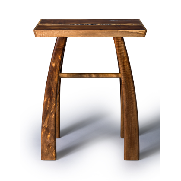 Accent table in mulberry