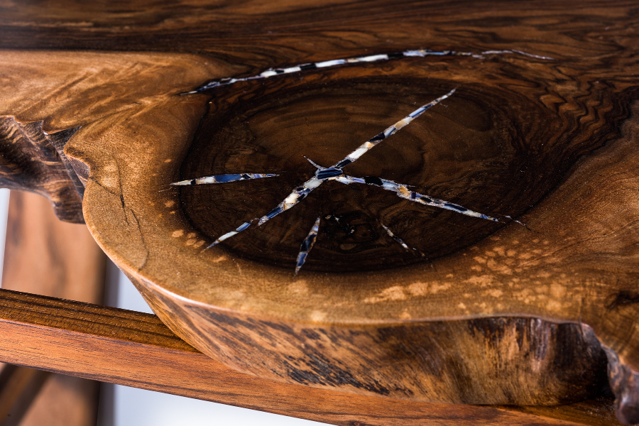 Accent table in walnut