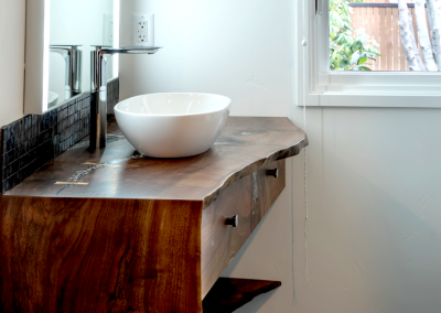 Bathroom counter in walnut