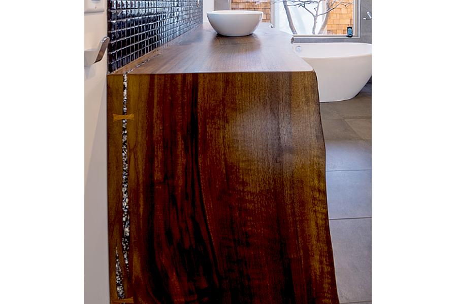 Bathroom counter in walnut
