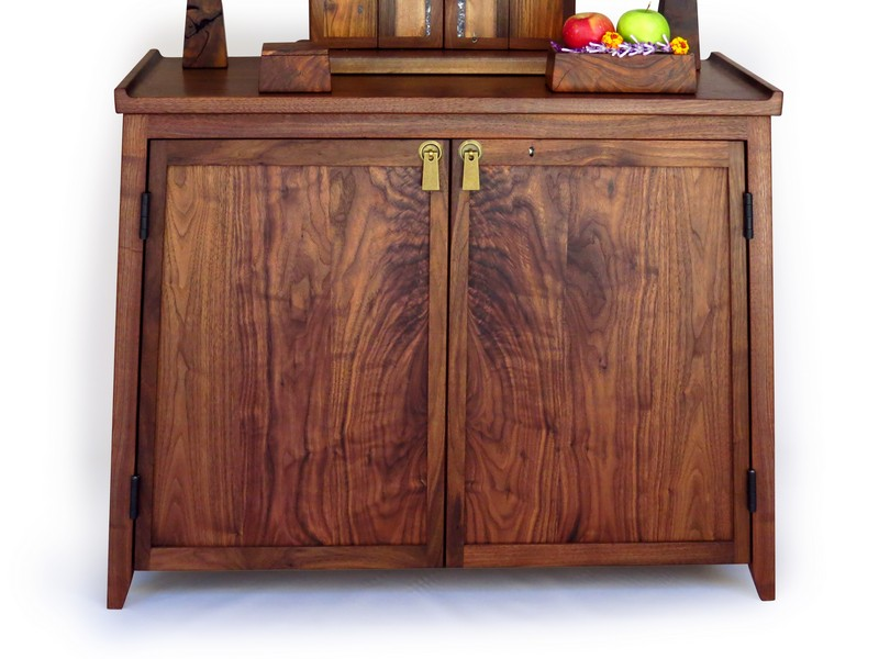 Large butsudan and stand in black walnut with mussel shell inlay